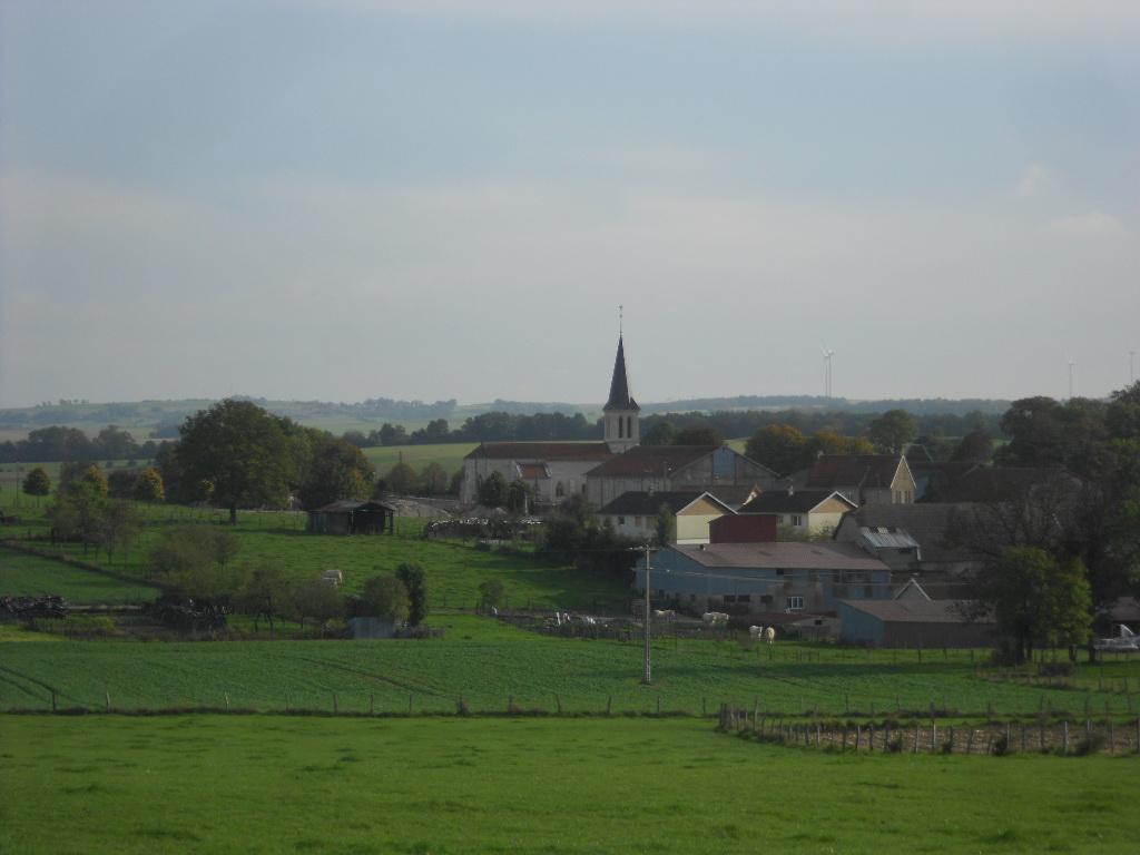 Le village vu depuis les champs environnants